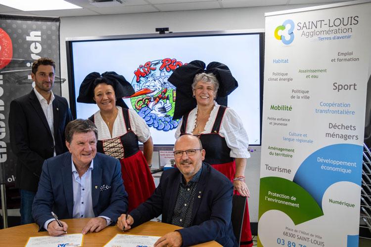 """Signature de la charte """"Ma commune dit JA""""entre Saint-Louis Agglomération et l'Office pour la Langue et les Cultures d'Alsace et de Moselle le vendredi 17 septembre 2021"""